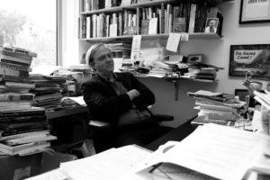 Robert Storr dans son bureau à Yale School of Art en 2011 lors de la Biennale de Paris à New York en 2011, Par Sylvie Chan Liat